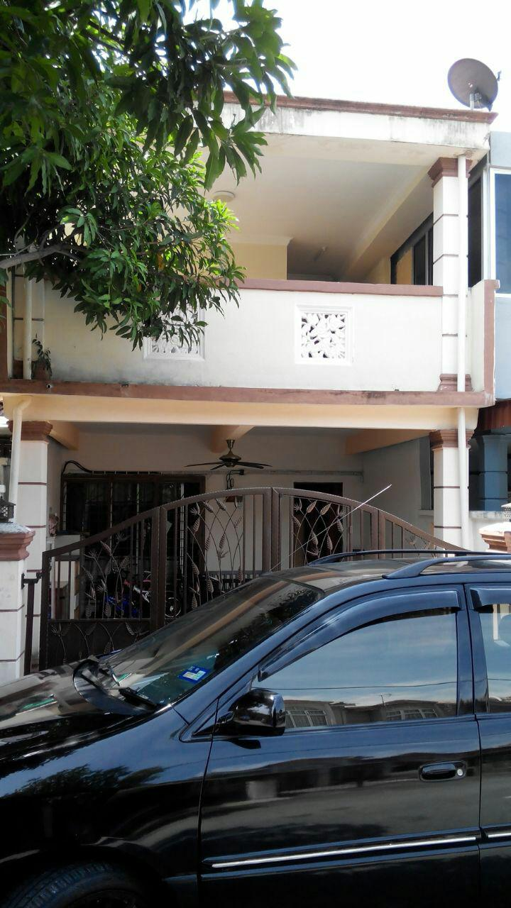 2Sty Terrace Taman Dahlia Bandar Baru Salak Tinggi Sepang For Sale!