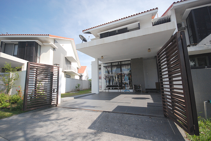 Renovated End Lot Double Storey at Alam Impian ( Pentas 1)
