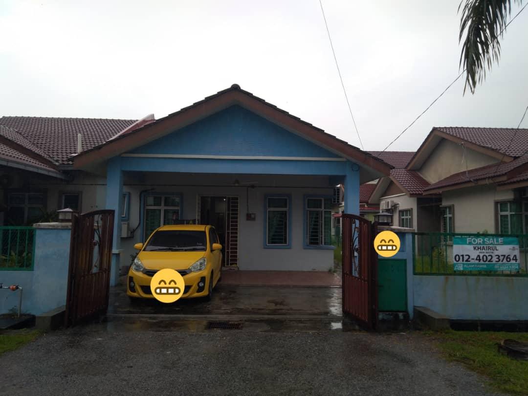 [DEPAN PADANG] Rumah Semi D 1 Tingkat di Taman Kenanga, Banting