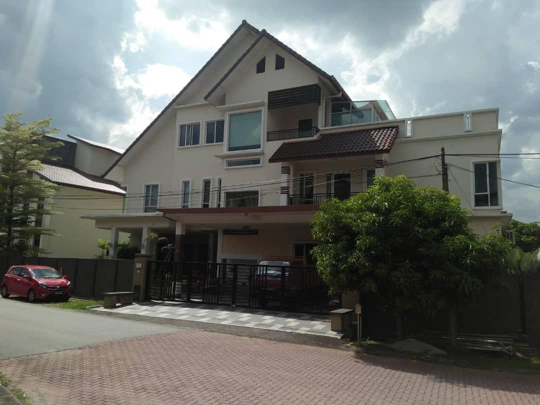 [FREEHOLD] BANGLO 3 TINGKAT COUNTRY HEIGHTS KAJANG