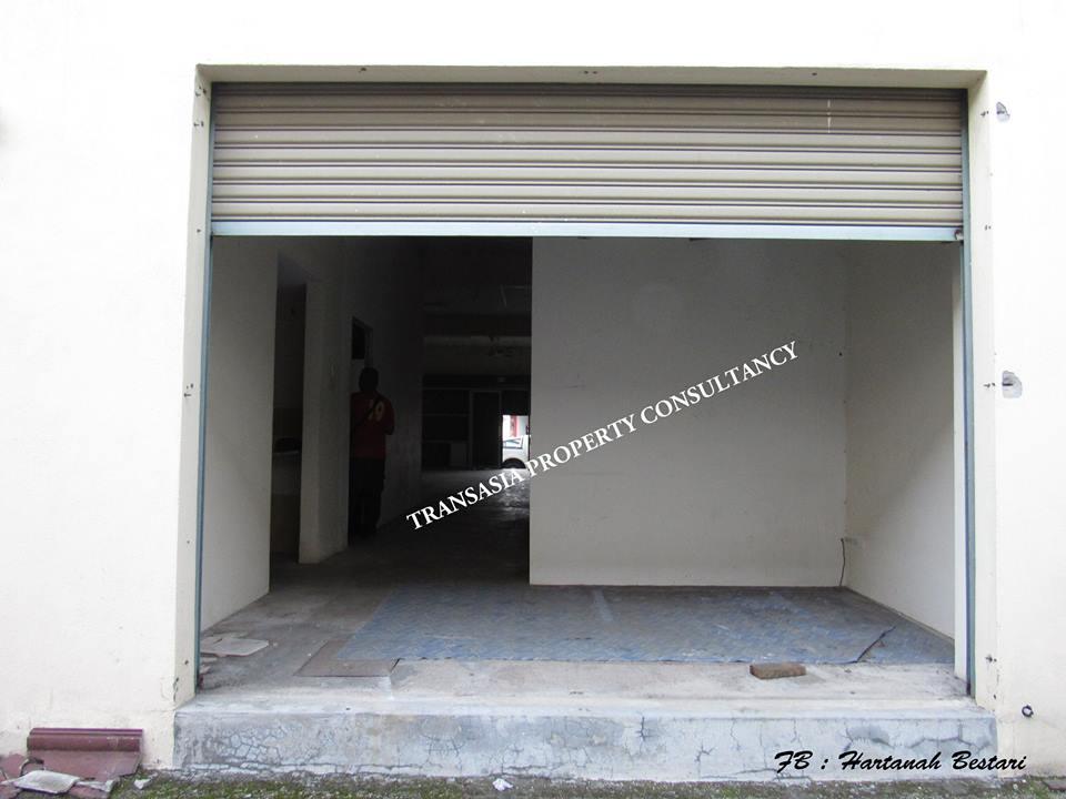 A single-storey shop lot Saujana Utama